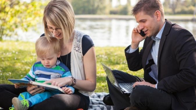20150630173924-business-man-modern-family-work-balance-outdoor